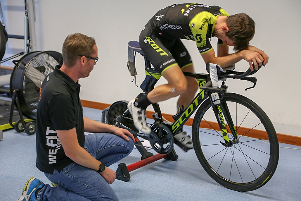 Simon Yates (Mitchelton-Scott) at the gebioMized bike fitting.