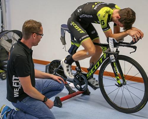 Simon Yates (Mitchelton-Scott) at the gebioMized bike fitting.
